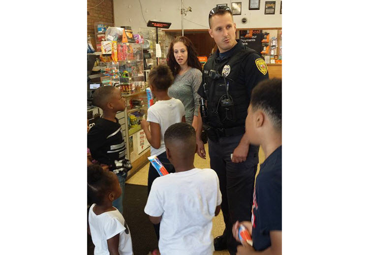 Officer Gidich treats local kids to ice cream